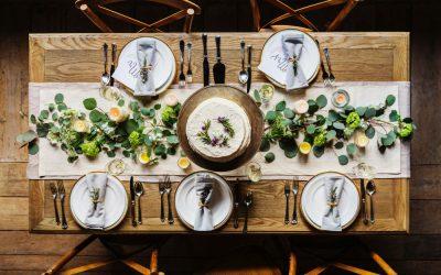 Le chemin de table en jute, l'indispensable d'un mariage rustique
